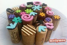Stamping Fun DIY Wine Cork Stamps - much easier than the ones you have to carve!DIY Wine Cork Stamps - much easier than the ones you have to carve! Kids Crafts, Craft Projects, Arts And Crafts, Paper Crafts, Stamp Carving, Wood Carving, Wine Cork Crafts, Handmade Stamps, Craft Activities