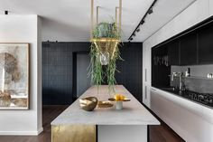 Apartment In An Old Established Building In Tel Aviv - Picture gallery