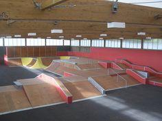 construction skatepark indoor Skate 3, Skate Park, Hall Design, Construction, Children's Place, Design Reference, Skateboarding, Bmx, School Stuff