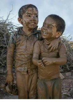 S kut-u Lisan Selameti nsan Kids Around The World, We Are The World, People Of The World, Precious Children, Beautiful Children, Beautiful Babies, Village Photography, Cute Kids Photography, Rose Croix