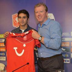 FC Twente aanwinst Felipe Gutiérrez met trainer Steve McClaren.