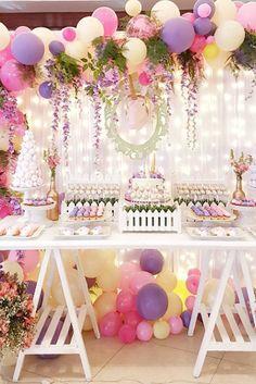 Llena de color tu Mesa de Postres con Globos de tus colores favoritos y para eventos de noche utiliza Globos con Luz LED