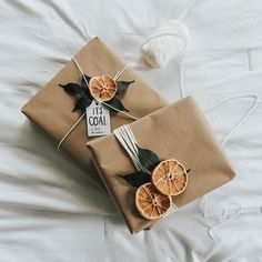 Natural, simple, Christmas gift wrapping. Easy DYI