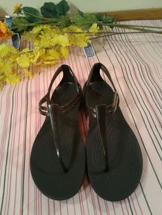 ca78512de Women s Crocs Isabella T-Strap thong Black rubber size w7 barely worn used   fashion