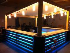 Outdoor Pallet Bar Design Ideas That Easy To Make Bar Pallet, Outdoor Pallet Bar, Pallet Lounge, Diy Outdoor Table, Bar En Palette, Palette Design, Palette Furniture, Pallet Furniture Designs, Furniture Ideas