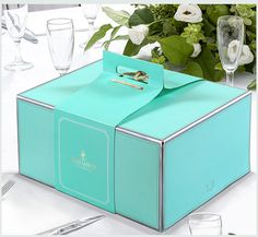 beautiful cake box, click it for more detail.we can customize your box with great artwork. Cake Boxes Packaging, Baking Packaging, Dessert Packaging, Bread Packaging, Food Packaging Design, Packaging Design Inspiration, Bakery Box, Bakery Cafe, Bakery Shops