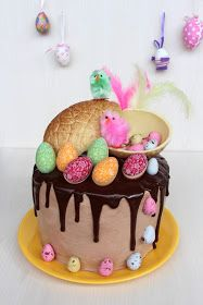 easter drip cake White Chocolate Ganache, Melting Chocolate, Cupcakes, Cake Cookies, Novelty Birthday Cakes, Cake Videos, Candy Melts, Drip Cakes, Macaroons