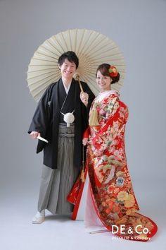 和装前撮り Kimono Japan, Japanese Kimono, Traditional Wedding Attire, Traditional Outfits, Japanese Couple, Wedding Kimono, Japanese Wedding, European Wedding, Kimono Dress