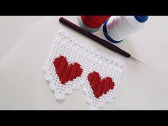 2 Renk ile yapılan Kalplerin Kırmızı İp Beyaz olan yerlerin Beyaz İple yapıldığı İp Yürütmeli Kalpli Desenli Havlu Ucu Kalpli Dantel Kenarı Videolu Tarifi. İlk