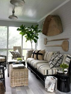 porch design and decoration ideas interior design house design Screened Porch Decorating, Screened In Patio, Outdoor Spaces, Outdoor Living, Outdoor Retreat, Outdoor Kitchens, Outdoor Lounge, Indoor Outdoor, Home Interior