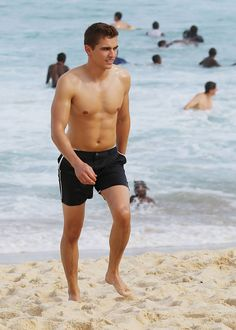 Dave Franco - New Shirtless & Barefoot Pics Dave Franco Shirtless, Shirtless Men, Hottest Male Celebrities, Cute Celebrities, Celebs, Channing Tatum, James And Dave Franco, Dave Franco Body, Franco Brothers