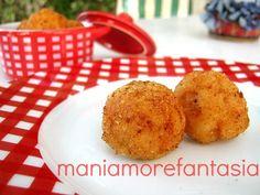 Queste polpette di gamberi serviti come finger food durante un aperitivo stupiranno i vostri ospiti.