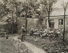 Gustav Klimt in the garden in front of his studio at Josefstädter Straße, 1912