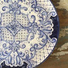 Tem novidade chegando!!! Enquanto isso detalhes deste prato magnífico!!! 😍😍 #ceramic #ceramics #ceramica #cerâmica #artista #arte #art #artist #pintura #pinturaamao #decoracao #decoracao #decoração #lilianacastilho