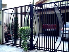 Love the use of curves with the standard verticals of this gate. House Gate Design, House Front Design, Fence Design, Metal Gates, Wrought Iron Gates, Metal Fence, Iron Garden Gates, House Number Plaque, Window Grill