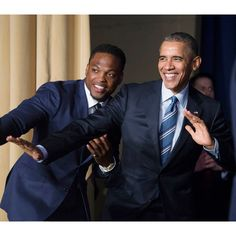 WASHINGTON, DC - FEBRUARY U. President Barack Obama strikes the Heisman pose with Heisman Trophy winner Derrick Henry at the conclusion of the National Prayer Breakfast on February 2016 in Washington, DC. The National Prayer Breakfast is in it& Barack Obama Birthday, Barack Obama Family, First Black President, Mr President, Black Presidents, American Presidents, American History, American Women, Native American