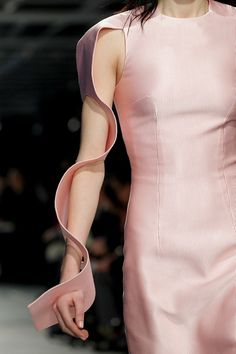 Sculpted Wave Sleeves - 3D sculptural fashion design details; innovative fashion structures // Christopher Kane
