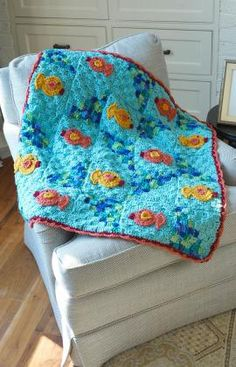 Comfort your kitty , found on : http://www.redheart.com/free-patterns/comfort-your-kitty-throw
