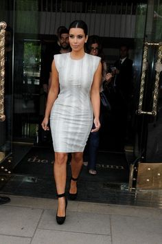 Kim Kardashian Photos Photos - Byline: EROTEME.CO.UK.Kim Kardashian Leaving central London Hotel UK. - Kim Kardashian Out in London 2
