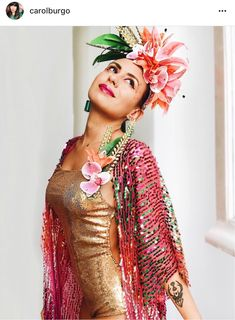 Carnival costume with sequins swimsuit and kimono, floral headpiece. via Carol Burgo Mardi Gras Costumes, Carnival Costumes, Diy Costumes, Tropical Party Outfit, Diy Carnival, Carmen Miranda, Fantasias Halloween, Floral Headpiece, Halloween Disfraces