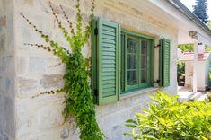 Házak, homlokzatok - Otti- burkolat,térkő,cementlap,kandalló,fedkő,lépcső,lábazat,kőkút Garage Doors, Outdoor Decor, Garden, Plants, Home Decor, Homemade Home Decor, Garten, Flora, Plant