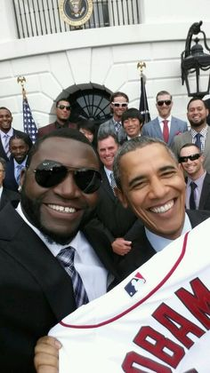 David Ortiz on twitter:  What an honor! Thanks for the #selfie, @James Barnes Barnes Barnes Alford Obama pic.twitter.com/y5Ww74sEID