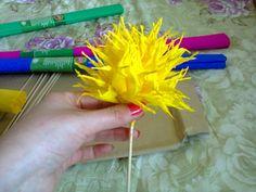 Crizanteme din hârtie creponată (I) – Grădinița Fluturașilor Talentați