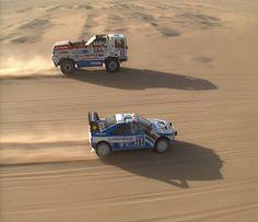 Paris-Dakar: Jan de Rooij vs Ari Vatanen, Daf vs Peugeot. Jan overtook Ari both going well over 200km/h