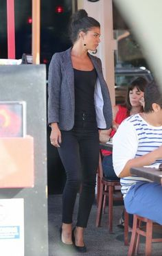 Jessica Szohr - Jessica Szohr Grabs Lunch with Her Friends