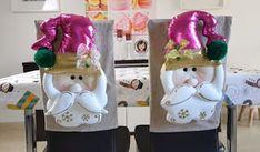 Vídeo tutorial aprende cómo hacer lindos cubre sillas navideños en fieltro ~ Manoslindas.com Christmas Bows, Xmas, Christmas Ornaments, Santa, Holiday Decor, Diy, Crafts, Home Decor, Casual