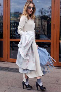 модный цвет сезона ледяной серый, модные вещи весна лето, вязаная мода весна лето 2015, модные тренды весна лето 2015, уличная мода весна лето, street style, MsKnitwear, Knitwear, вязаное длинное платье (фото 6)