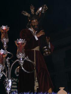 Fotografía de Eduardo Muñoz. Jesús de las Penas a su paso por la calle Azucena -Ciudad Real- Realizada con cámara.