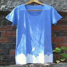 「街の景色がプリントされたTシャツ。よく見ると…一服している人が隠れてる!」■レディースサイズ(cm):M 着丈64 身幅44 袖丈16■ボディ...|ハンドメイド、手作り、手仕事品の通販・販売・購入ならCreema。