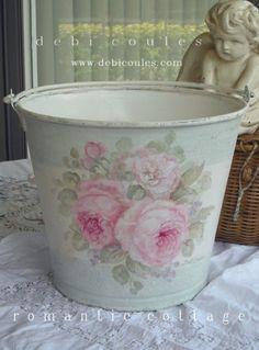 cabbage rose home decor Shabby Chic Crafts, Shabby Chic Kitchen, Shabby Chic Cottage, Shabby Chic Decor, Rustic Artwork, Decoupage, Regal Design, Antique Roses, Oui Oui