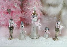 I have been honored to have my creations, home and garden featured in such esteemed magazines as Romantic Country, Country Victorian, Romantic Homes, Flea Market Ideas, Cottages and Bungalows and many more. ~~~~~~~~~~~~~~~~~~~~~~~~~~~~~~~~~~~~~~~~~~~~~~~~~~~~~~~~~~~~~~~~~~~~~~~~~~~~~~~~~~~~~~~ These adorable vintage salt shaker snowmen are just adorable and will look adorable anywhere in your home you choose to place them. Happy winter faces, rhinestone buttons, fluffy scarves of pink and…