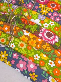 10 Pretty 1970s Flowery Coat Hangers