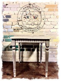 Bord malet med Chalk Paint #Anniesloanhome i farverne French Linen Og Country Grey
