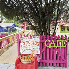 Insider's Guide to Anna Maria Island | Day Trip: Village of the Arts | SouthernLiving.com
