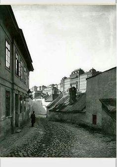 1905. Tabán, Aranykacsa utca. Old Pictures, Old Photos, Vintage Photos, Budapest Hungary, Vintage Photography, Historical Photos, Tao, History, City