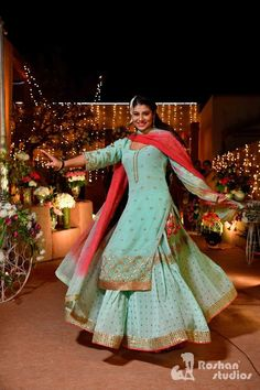 17 Brides Who Wore the Prettiest Suits for their Wedding Ceremonies See how gorgeous and carefree does this bride look while twirling around in her bridal glory. Party Wear Indian Dresses, Desi Wedding Dresses, Dress Indian Style, Wedding Suits, Indian Outfits, Designer Suits For Wedding, Embroidery Suits Punjabi, Embroidery Suits Design, Designer Punjabi Suits
