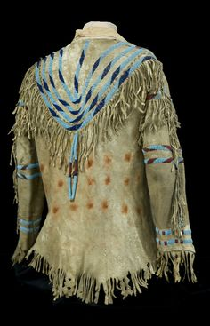 Mary Schaffer's buckskin shirt, donated to the Whyte Museum of the Canadian Rockies by Mary's great-nephew, Eric, the son of Paul Sharpless, who traveled with Mary to Maligne Lake in 1911 Native American Regalia, Native American Clothing, Native American Artifacts, Native American Beadwork, Native American Fashion, Native American History, American Indians, American Apparel, Mode Country
