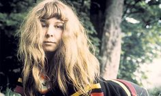 Image from http://static.guim.co.uk/sys-images/Books/Pix/pictures/2011/1/4/1294158159441/Sandy-Denny-007.jpg.