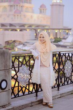 GDa'S Gallery: short trip to Malaysia ( Day 2 : ibu ibu Hang out ) Muslim Women Fashion, Arab Fashion, Islamic Fashion, Fashion Idol, Cute Fashion, Modest Fashion, Modest Outfits Muslim, Hijab Style Tutorial, Hijab Chic