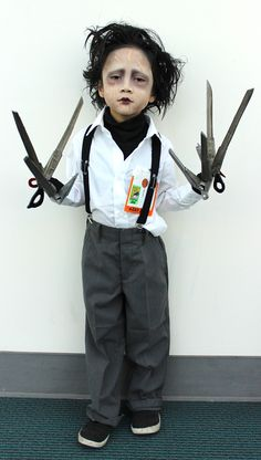 If we had to choose from all the great costumes at Comic-Con, this six-year-old's Edward Scissorhands costume would have to be our favorite!