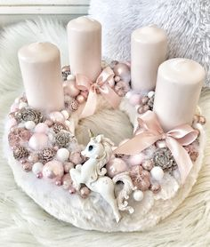 Fantastic Free of Charge Advent Wreath pink Concepts Several church buildings variety a Advent-wreath-making event with the initial Saturday of the seaso Elegant Christmas, Pink Christmas, Winter Christmas, Christmas Time, Christmas Advent Wreath, Christmas Crafts, Christmas Centerpieces, Xmas Decorations, Dyi Crafts