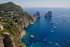Descargar gratis Capri,  isla en el mar Tirreno,  parte del Mar Mediterráneo,  parte de la provincia italiana de Nápoles Fondos de escritorio en la resolucin 2179x1453 — imagen №579426