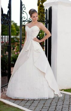 Simple wedding dress wedding dress Repinned by Moments Photography www.MomentPho.com
