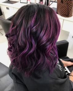 Blackberry Hair Is About To Be This Season's Biggest Trend, And It's As Juicy As… - Schulterlange Haare Ideen Hair Color Purple, Cool Hair Color, Purple Hair Highlights, Violet Hair Colors, Hair Colours 2018, Purple Peekaboo Hair, Curly Purple Hair, Dark Purple Hair Color, Burgundy Colour