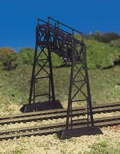 Plasticville O Scale USA Classic Building//Structure Kit Signal Bridge Silver
