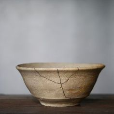 "tatami-antiques: "" KATADE CHAWAN, Joseon dynasty http://tatami-antiques.com/items/katade-chawan/ #tatami #japan #antique #tatamiantiques #art #japan #pottery #style #Korea #ceramic #korean #teabowl """